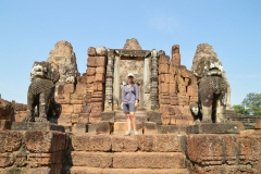jette in front of temple